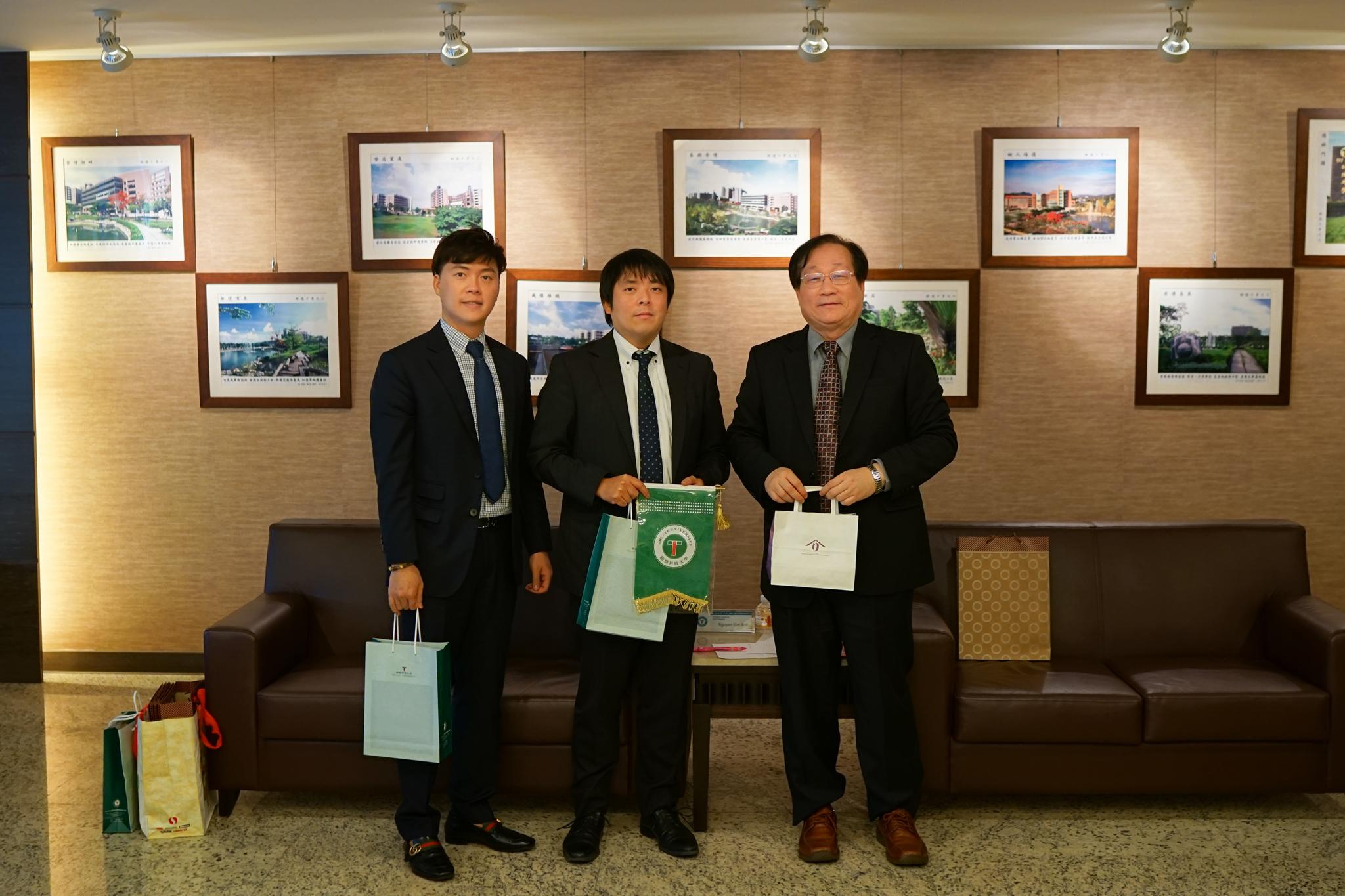 台湾 – SHU TE 大学を訪問